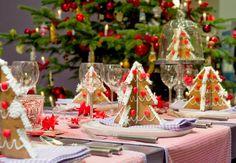 Если вы хотите отпраздновать Новый год, пригласив домой гостей, то вам нужно подумать о новогодней сервировке стола. Впрочем, даже если вы отмечать Новый год будете в тесном семейном кругу, все же не помешает оформить праздничный стол красиво.