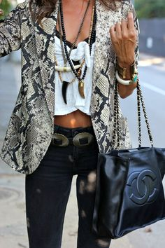 With my burnout crop and black jeans Mode Outfits, Casual Outfits, Fashion Outfits, Womens Fashion, Best Street Style, Street Chic, Look Fashion, Winter Fashion, Look Blazer
