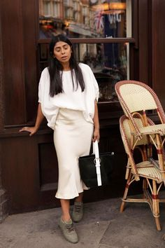 All-white outfit: white top and cream slip skirt: best slip skirts: monikh dale wearing cream slip skirt Jean Skirt Outfits, Midi Skirt Outfit, Denim Skirt, Work Outfits, Big Skirts, White Skirts, Casual Skirts, Satin Skirt, Silk Dress
