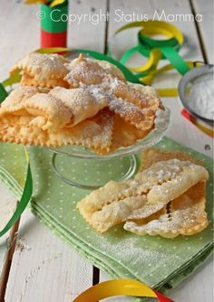 Chiacchiere di carnevale easy recipe to cook without yeast friable dry even in the oven Statusmamma Italian Cake, Italian Cookies, Italian Desserts, Italian Recipes, Sweets Recipes, Cookie Recipes, Biscotti Cookies, Torte Cake, Frappe