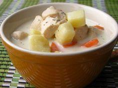Сырный суп с курицей (40ккал на 100гр)    Ингредиенты:    400 гр куриного филе  ... 2 картофелины  1 крупная морковь  180 гр плавленого сыра  2 литра бульона или воды  зелень  лавровый лист, душистый перец горошком  соль, перец