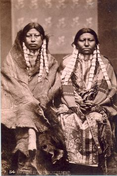 Rain in the Face's two wives, by Huffman Born in the Dakota Territory near the forks of the Cheyenne River about 1835, Rain-in-the-Face was from the Hunkpapa band within the Lakota nation.