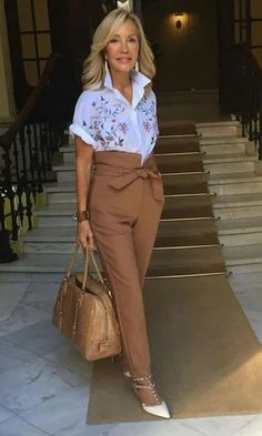 20 Unboring Work Outfits For Women Over 40 - Ready To Meal Mature Fashion, Plus Size Fashion For Women, Fashion Over 40, Fashion Tips For Women, Trendy Fashion, Fashion Trends, Trendy Style, Mode Outfits, Chic Outfits