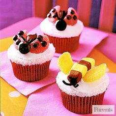Planning a sweet Valentines Day? Here's a few simple sweets to add to your love day treats. Love Bug Cupcakes These would be the perfect tr. Cupcake Recipes, Cupcake Cakes, Dessert Recipes, Cupcake Ideas, Picnic Recipes, Baking Desserts, Cup Cakes, Easy Desserts, Cupcake Toppers