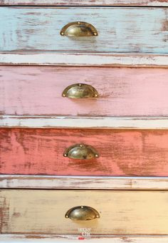 Cosas del taller Vintage & Chic · From the V&C workshop Cajones colores · Colorful drawers Hand Painted Furniture, Distressed Furniture, Paint Furniture, Upcycled Furniture, Furniture Projects, Furniture Makeover, Vintage Furniture, Shabby Chic, Painting Techniques