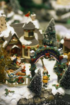 How To Set Up A Christmas Village Display | IdealHomeGarden.com