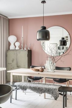 Dusty pink, light wood & khaki dining room