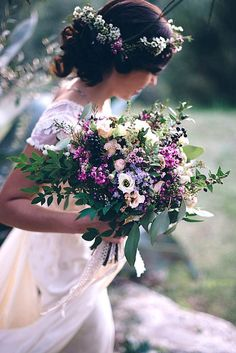 Your wedding bouquet must accent your bridal style. Look at the small wedding bouquets they are more comfortable for holding and doesn't lock wedding dress. Small Wedding Bouquets, Floral Wedding, Wedding Flowers, Country Wedding Bouquets, Wild Flower Wedding, Bouquet Bride, Wedding Styles, Wedding Themes, Wedding Ideas
