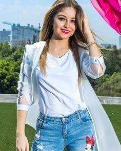 Karol Sevilla❤❤ Hermosa Sou Luna Disney, Cimorelli, Son Luna, Famous Girls, The Most Beautiful Girl, Chic Outfits, Girl Power, Celebs, Singer