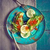Tartines d'avocat et d'œufs de saumon - une recette Poissons de fête - Cuisine