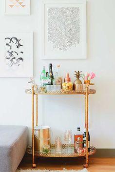 Stunning home bar cart decor inspiration from Kellee Khalil's NYC Apartment Tour on The Everygirl Bar Cart Styling, Bar Cart Decor, Home Interior, Interior Decorating, Interior Design, Decorating Ideas, Bandeja Bar, Bar Sala, Zeitgenössisches Apartment