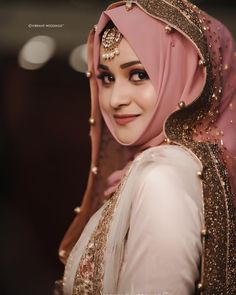Such a beautiful and Flawless Bridal look! Pakistani Party Wear Dresses, Pakistani Wedding Outfits, Muslim Wedding Dresses, Muslim Brides, Pakistani Bridal Dresses, Wedding Dresses For Girls, Bridal Outfits, Indian Muslim Bride, Niqab