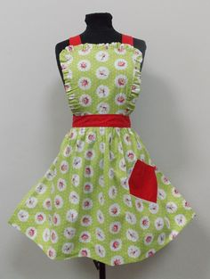 Items similar to Lou Lou Inspired Retro Apron. Pale Green with Rose Clusters on Etsy Retro Apron, Aprons Vintage, Retro Fashion, Vintage Fashion, Washing Clothes, Tea Towels, Retro Style, Vintage Style, 1950s