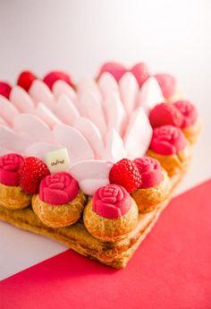 Amour de Saint-Honoré aux petits choux en fleurs http://www.lenotre.com/