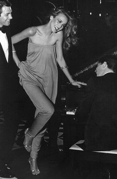 Body hugging full lenght dresses: Jerry Hall in Halston, 1970's. I'd rock her outfit