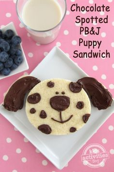 Chocolate Spotted PB&J Puppy Sandwich - KBN Cooking with Kids - Sandwich Cute Snacks, Lunch Snacks, Cute Food, Good Food, Yummy Food, Eat Lunch, Toddler Meals, Kids Meals, Baby Food Recipes