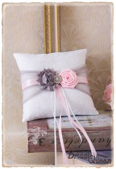 Light Pink and Gray Ring Bearer Pillow Wedding Ring por BridalQueen