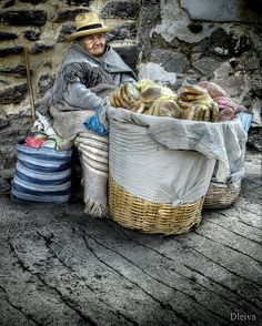 Vendedora de pan en el Valle Sagrado de Los Incas (Perú)