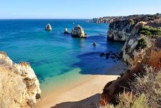 Live weather in Algarve. The latest and todays weather in Algarve, Portugal updated regularly. Weather map for resorts in Algarve. Algarve, Portugal Vacation, Portugal Travel Guide, Portugal Trip, Preston, Manchester, Holidays In May, Happy Holidays, Wild Campen