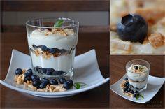 Blaubeer-Frischkäse-Schichtdessert mit Kokos
