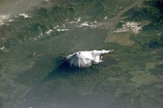 Japan's iconic Mount Fuji as seen from space. The photo was taken by an astronaut onboard the International Space Station on 27 May Earth And Space, Monte Fuji, Volcan Eruption, 4k Photography, Fuji Mountain, Space Mountain, Earth Photos, Les Religions, 1 Gif
