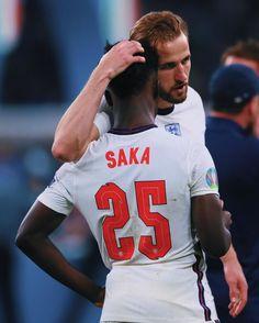 England Fans, England Players, Harry Kane England, England National Team, National Games, Remembering Dad, Bobby Charlton, Soccer Motivation, Gareth Southgate