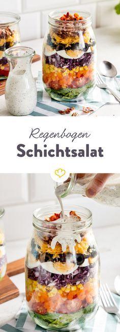 Regenbogen-Schichtsalat mit Buttermilch-Dressing