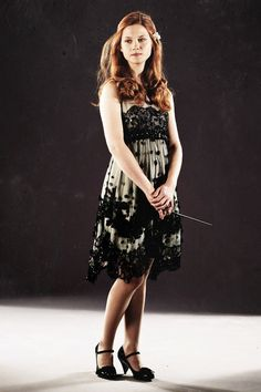 I love Bonnie wright in this dress she is so beautiful!