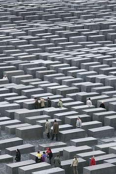 Jour 29, 10 octobre 2014 Se perdre parmi les milliers de blocs de granite en mémoire de l'Holocauste