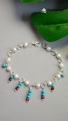 PandaHall vidéo: tuto d'un bracelet frais - jewelry diy bracelets Handmade Beaded Jewelry, Beaded Jewelry Patterns, Handmade Bracelets, Bracelets With Charms, Making Bracelets With Beads, Beaded Bracelets Tutorial, Handmade Wire, Crystal Bracelets, Diy Schmuck