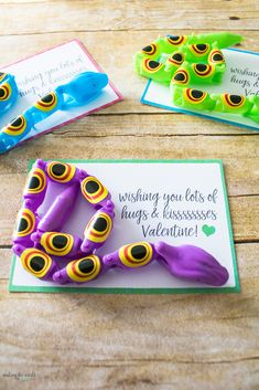 Fun preschool, kindergarten or elementary school class parties! Cute Free Printable Snake Valentine Cards http://makingtheworldcuter.com/2017/01/snake-valentine-cards/