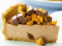 You won't be able to resist this scrumptious No Bake Chocolate Honeycomb Cheesecake! It's perfect for a special dessert and sure to impress your guests. Recipe via 'Robern Menz' Ingredients: pack of sweet plain biscuits butter … Birthday Desserts, Köstliche Desserts, Delicious Desserts, Dessert Recipes, Yummy Food, Sweet Desserts, Tasty, Tim Tam Cheesecake, Chocolate Cheesecake