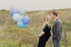 Love the balloons in this maternity pic.