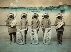 Denizin altındaki bandolar da çalıyor muydu? (Ece Ayhan)