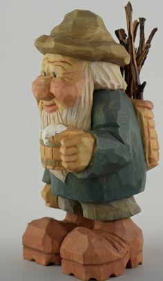 jarra de cerveza de gnomo elfo talla de madera por cjsolberg