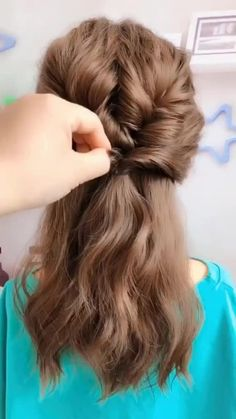 Access all the Hairstyles: - Hairstyles for wedding guests - Beautiful hairstyles for school - Easy Hair Style for Long Hair - Party Hairstyles - Hairstyles tutorials for girls - Hairstyles tutorials Easy Hairstyles For Long Hair, Different Hairstyles, Little Girl Hairstyles, Hairstyles For School, Diy Hairstyles, Beautiful Hairstyles, Hair Upstyles, Long Hair Video, Wedding Guest Hairstyles