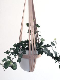 Hanging planter nude leather, minimalist plant hanger, ceiling planter, vegetable tanned leather including white ceramic pot