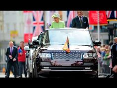 The Queen's 90th birthday drive through Windsor - YouTube