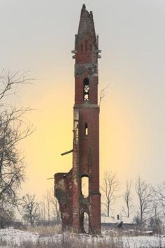 Abandoned in what was formerly known as Demyanskoe, East Prussia. Now in Kaliningrad Oblast, Russia.looks like a Caspar David Friedrich painting. Abandoned Buildings, Abandoned Mansions, Old Buildings, Abandoned Places, Abandoned Castles, Magic Places, Prussia, Haunted Places, Ghost Towns