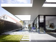 Enviable Modern Kew Residence in Melbourne, Australia, Many homes have undergone drastic renovations and have changed a lot transforming into a stunning place to live in. Most renovations would turn into a. Texas Hill Country, Sustainable Architecture, Interior Architecture, Minimalist Architecture, Residential Architecture, Spas, Home Builders Melbourne, Moderne Pools, Ranch