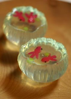 Goldfish and fireflies Japanese Deserts, Japanese Food Art, Japanese Candy, Japanese Sweets, Jelly Desserts, Cute Desserts, Asian Desserts, Japanese Wagashi, Jelly Cake