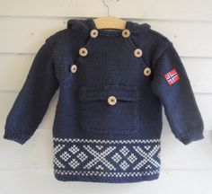 English Patterns – Kids- The Norwegian knitted anorak – Knitting Socks Knitting Socks, Baby Knitting, Baby Boy Booties, Easy Model, Knitted Booties, Star Patterns, 6 Years, Canada Goose Jackets, Tejidos