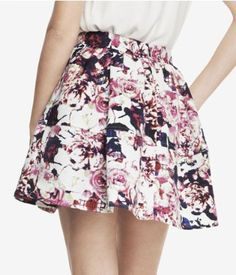 Cute floral high waisted skirt with pockets!