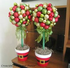 Christmas course: Learn to make Christmas ball topiary step by step very easy Grinch Christmas Decorations Outdoor, Christmas Topiary, Ribbon On Christmas Tree, Christmas Ornament Crafts, Christmas Centerpieces, Xmas Decorations, Christmas Art, Christmas Wreaths, Christmas Tree Collection