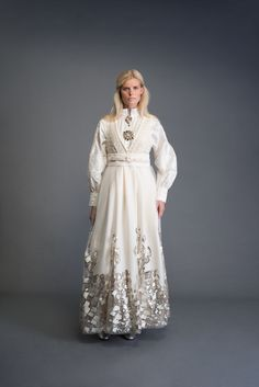 2017-10-Eva-Bunad-1406-fin Norwegian Clothing, Silver Gown, Folk Fashion, Folk Costume, Character Outfits, Pretty Dresses, Cool Style, Girly, Gowns