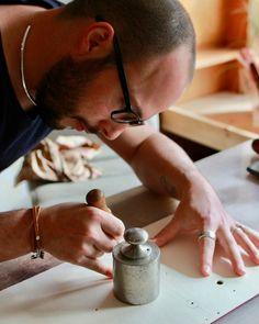 les premiers sacs en bois et cuir  cousus à la main ,Damien Béal   www.damienbeal.fr