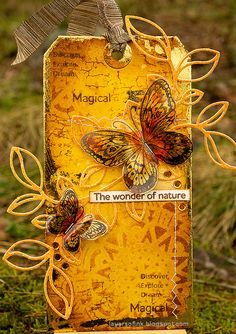 Layers of ink - Shimmering Butterfly Tag Tutorial by Anna-Karin Evaldsson. Made with stamps and dies by Simon Says Stamp. Forest Scenery, Deco Foil, Tim Holtz Distress Ink, Butterfly Cards, Beautiful Butterflies, Paper Background, Warm Colors, Altered Art, Paper Crafts