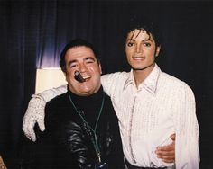 Michael Jackson and Frank Dileo, his manager | Backstage at the Victory Tour | 1984