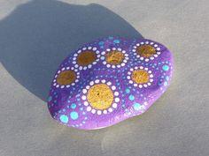 Presse papier galet déco peint main cercles arabesques violet turquoise blanc peinture acrylique et vernis @recycl-art-by-nathr Décoratif ou presse papier... 1 galet peint - 11164943