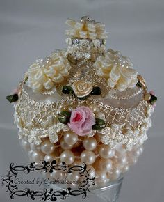 ♥♥♥Cynthialoowho♥♥♥: Day 10 of 10 Days of Christmas Ornaments with Cynthialoowho♥ SO PRETTY Victorian Christmas Ornaments, Christmas Ornaments To Make, Christmas Crafts, Christmas Decorations, Shabby Chic Ornaments, Shabby Chic Christmas, Handmade Christmas, 10 Days Of Christmas, Pink Christmas